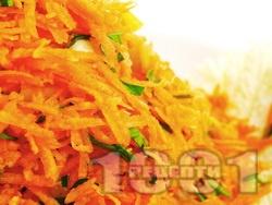 Салата от моркови, китайско зеле и магданоз - снимка на рецептата
